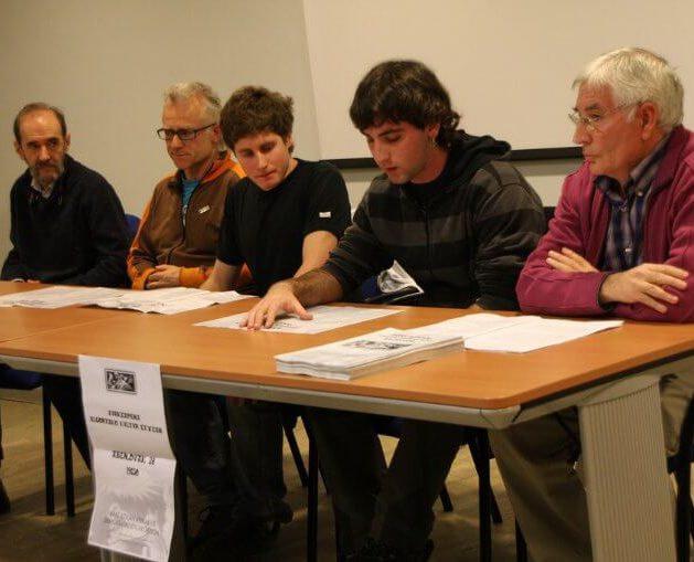 Ander Aldekoa en el Acuerdo de Paz de Gernika con otros representantes políticos de Getxo