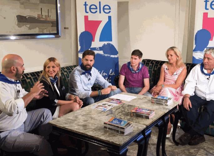 Escenario de Tele7 en el que participan Ander Aldekoa, Borja Elorza y otros