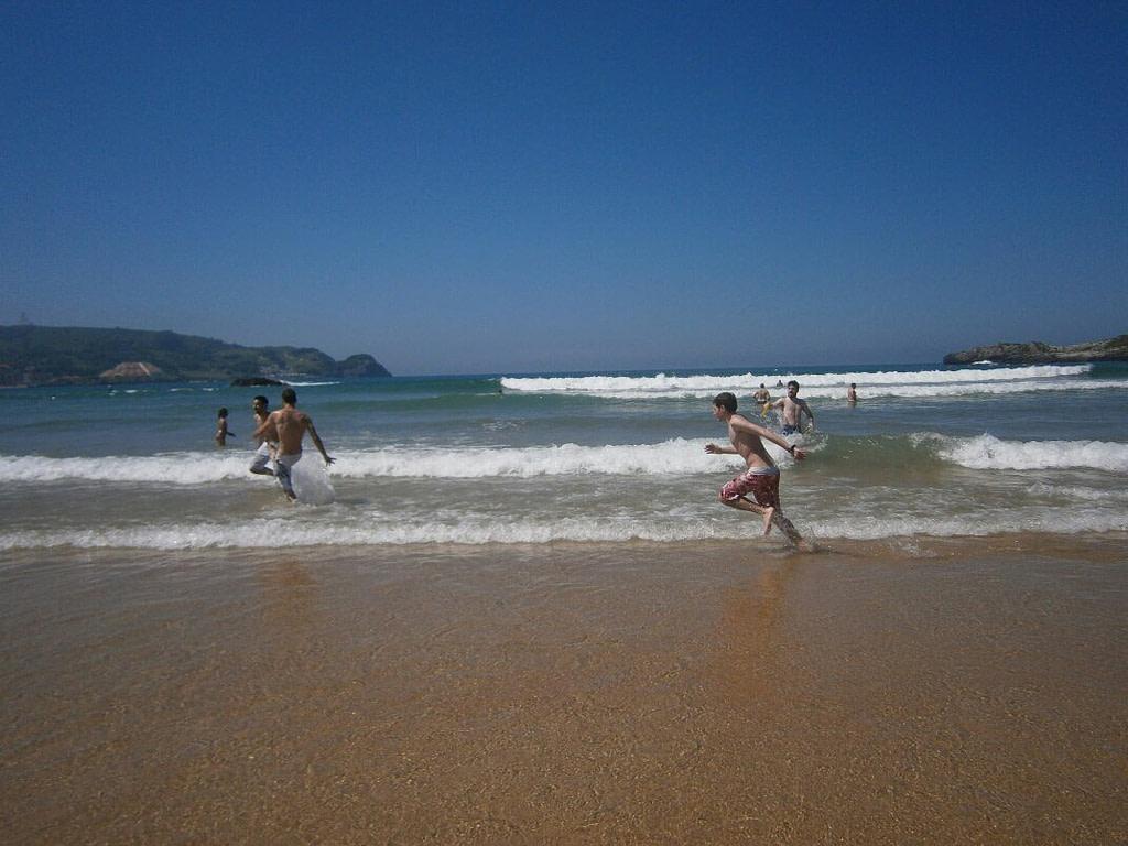 Ander Aldekoa corriendo en la playa